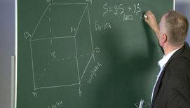 Геометрическая задача на параллелепипед с применением формулы сокращённого умножения